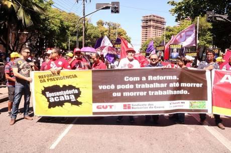 Sindicalistas se reúnem em Fortaleza (CE)