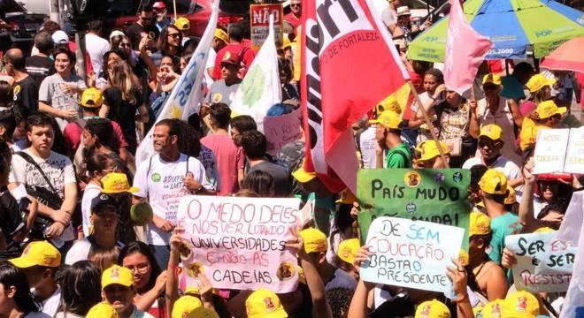 Protestos em defesa da Educação ocorrem em todo país nesta terça-feira