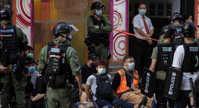 Protestos pedem adiamento de eleições legislativas