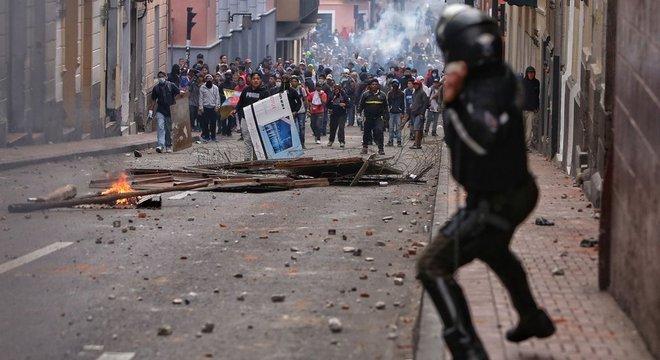 Protesto em Quito na segunda-feira, contra fim no subsídio no preço dos combustíveis