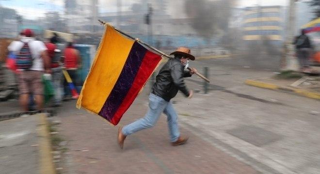 Movimento indígena foi às ruas do Equador contra decreto de presidente