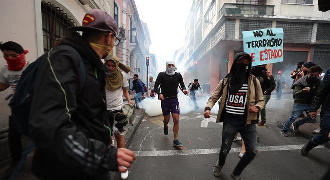 Protestos continuaram em Quito nesta segunda-feira (7)