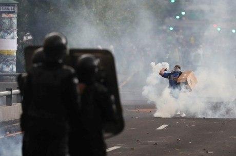 Polícia jogou bombas contra manifestantes em Quito