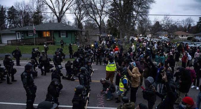 Centenas de pessoas protestaram após morte de homem negro nos EUA
