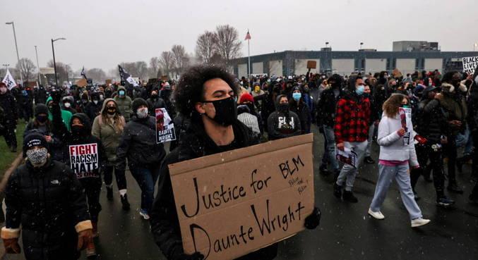 Policial que matou jovem negro será indiciada por homicídio culposo
