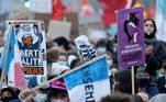 'Ela promove uma impunidade policial que já está bem presente com um governo que não se importa com os meios para atingir seu objetivo de restaurar a ordem', declarou à Agência Efe Dominic Leroy, técnico em audiovisual e 'colete amarelo' que participou do protesto em Paris