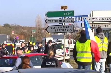 Manifestantes de coletes amarelos fecharam estradas