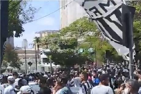 Torcedores do Atlético-MG protestam em BH