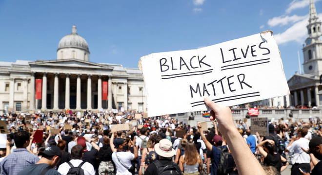 Dezenas de milhares de manifestantes se reuniram em grandes cidades europeias