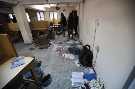 Biblioteca da universidade ficou destruída