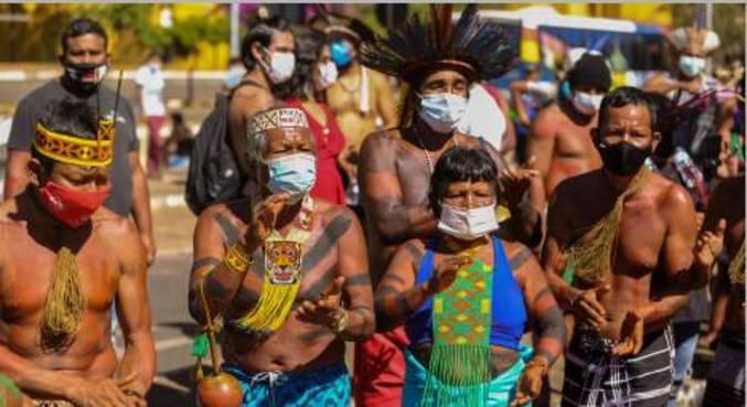 Protesto dos povos indígenas em frente à Câmara dos Deputados em Brasília (DF)