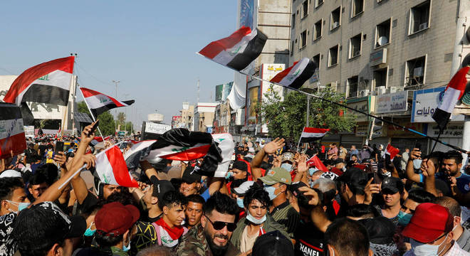 Manifestantes gritaram contra Washington e Teerã