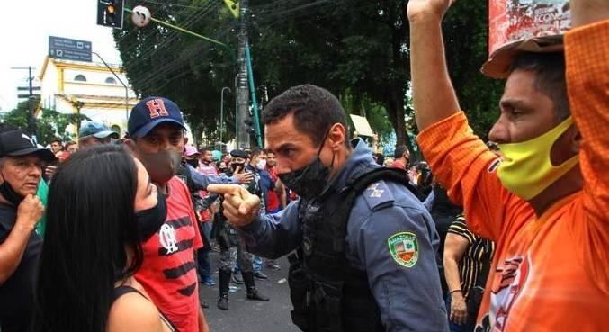 Decreto do governo do AM que proíbe comércio não essencial causa protesto
