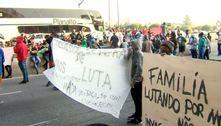 Famílias protestam na Marginal Tietê contra reintegração de posse