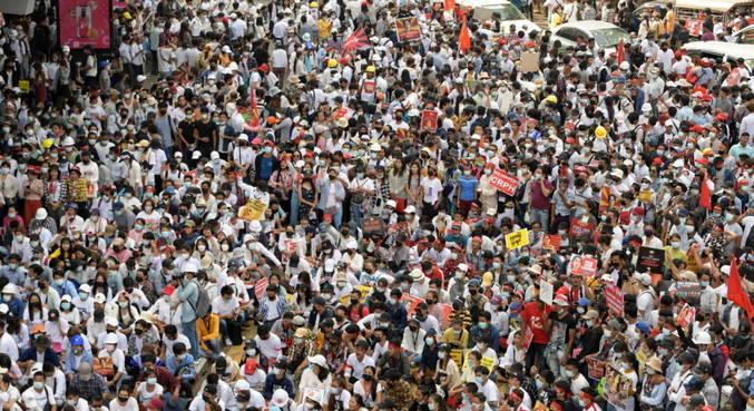 Apesar do protesto pacífico, fim de semana foi marcado por violência