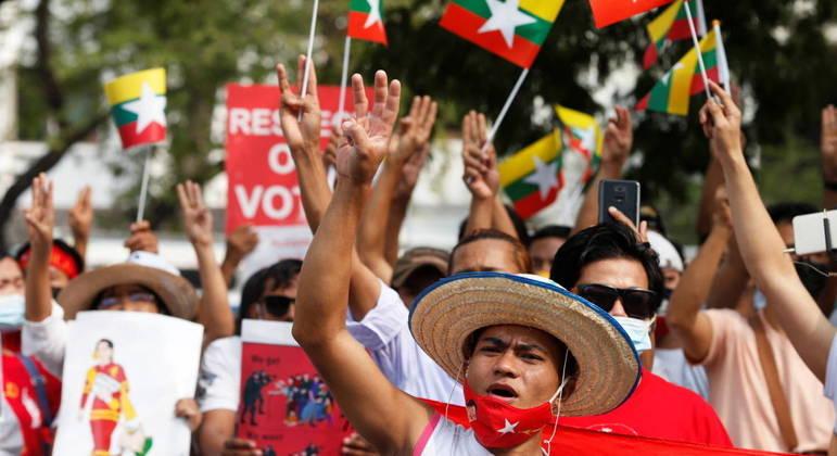 Três pessoas morreram no país desde que os protestos começaram