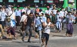 As autoridades permitiram o acesso ao emblemático pagodeSule, local importante que nos últimos dias permaneceu isolado por barricadaspara impedir a aproximação dos manifestantes pró-democracia