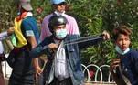 Ao meio-dia foram registrados confrontos nas proximidades daestação central de trens de Yangon