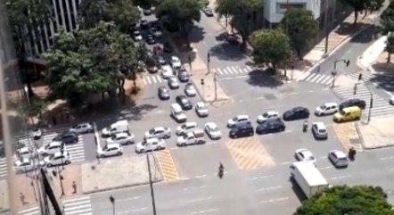 Motoristas fecharam cruzamento no Centro de BH