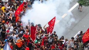 __Protesto por redução de passagem termina em tumulto em São Paulo__ (Reprodução)