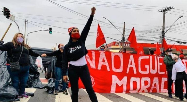 Protesto por moradia e auxílio emergencial interdita diferentes vias de São Paulo