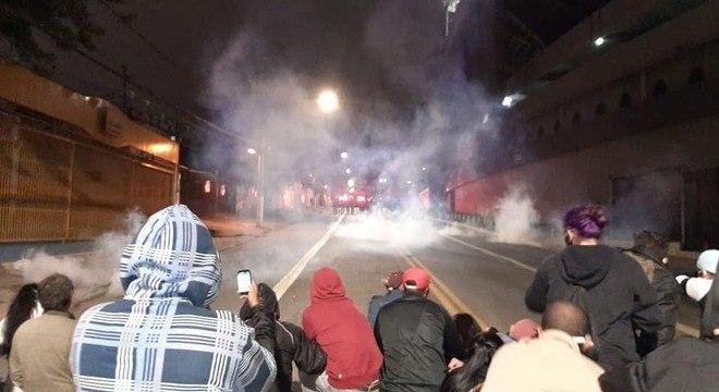 PM usou bombas de gás para dispersar manifestantes perto do Palácio dos Bandeirantes