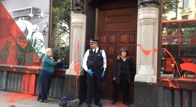 Por meio de nota, a Embaixada do Brasil em Londres informou que 'está e sempre esteve aberta a receber quem quer que deseje dialogar sobre o Brasil e suas políticas públicas'