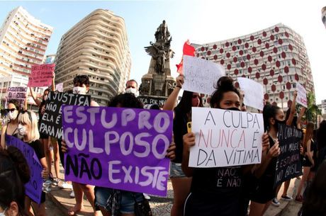 """Mulheres protestaram contra """"cultura de estupro"""" em SP"""