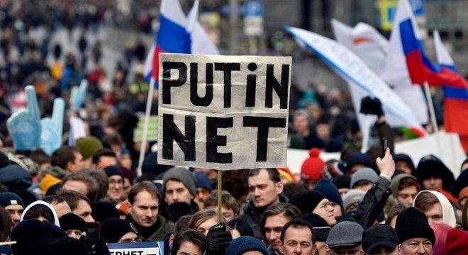 As políticas de internet cada vez mais restritivas da Rússia provocaram protestos em todo o país
