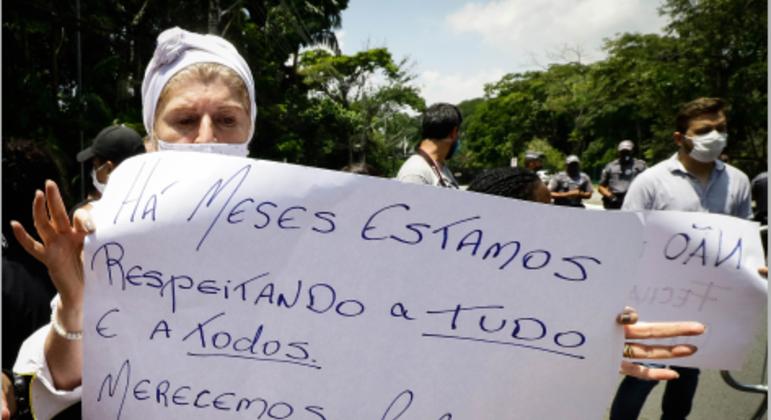 Donos de bares, restaurantes protestaram em SP contra fechamento dos estabelecimentos