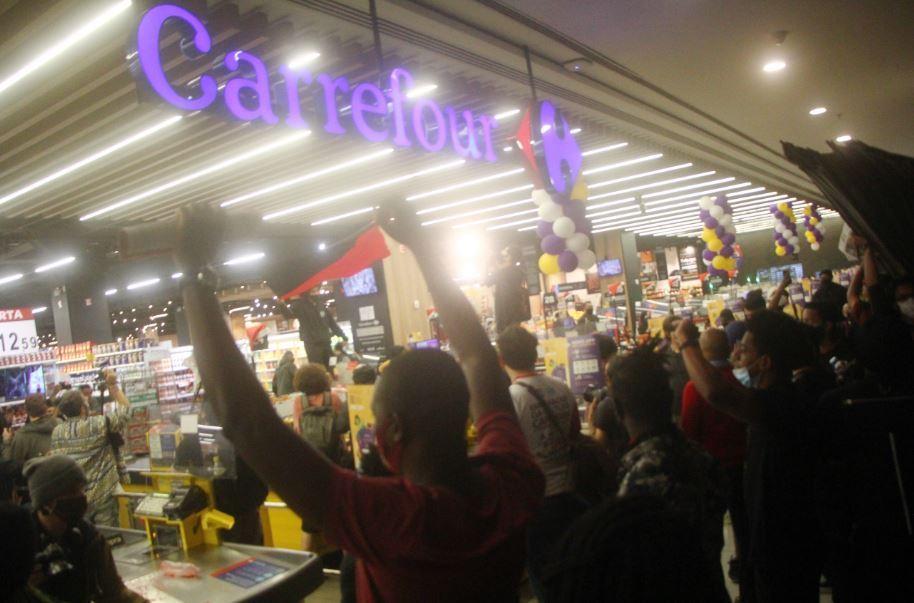 Enumerar Viaje Intuición  Supermercado é invadido e depredado em São Paulo - Notícias - R7 São Paulo