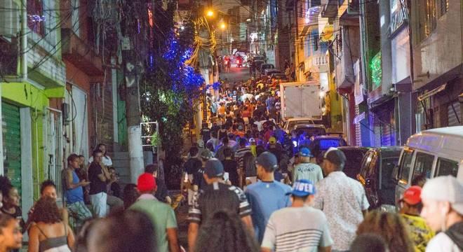 Na noite do domingo (1º), moradores de Paraisópolis fizeram protesto
