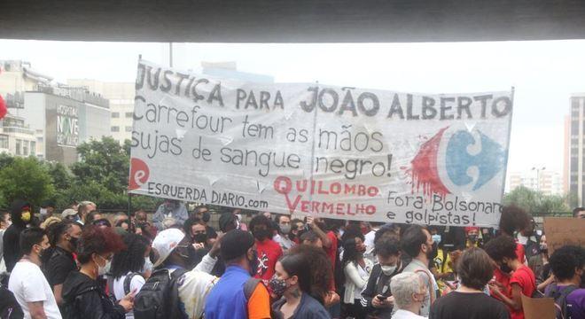 Protesto na avenida Paulista pede justiça por morte de homem negro