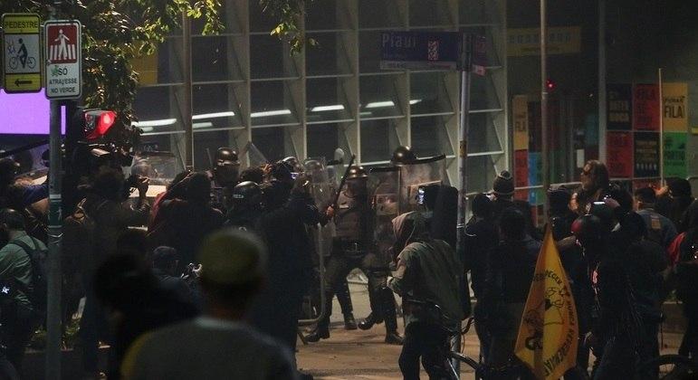 Oito agentes de segurança do Metrô e um PM ficaram feridos durante protesto em SP