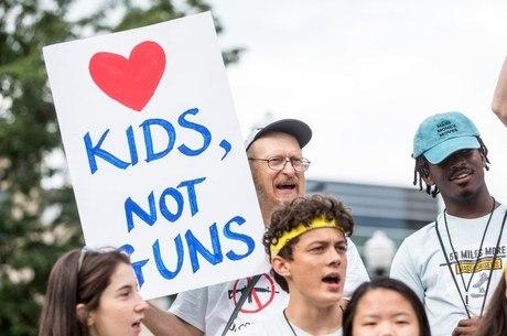 Protesto contra armas nos EUA relembra massacres