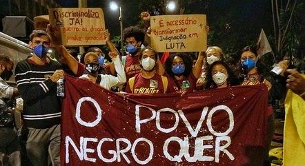 Grupo fez protesto contra o racismo