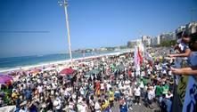 Manifestantes protestam contra governo e defendem democracia