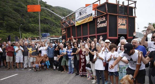Moradores de São Conrado pedem a reabertura da avenida Niemeyer