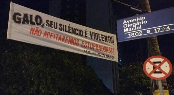 No Atlético Mineiro,Robinho enfrentou protestos pela condenação do estupro