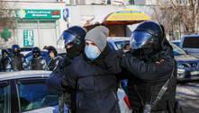 Rússia: centenas são presos durante julgamento de Navalny