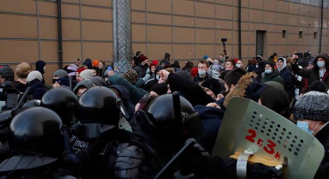 Mais de 3 mil pessoas são presas em protestos na Rússia