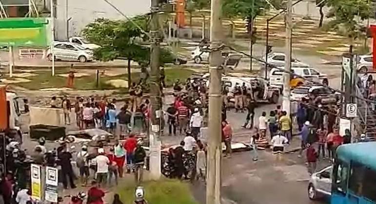 Protesto durou cerca de 4 horas e gerou um longo congestionamento