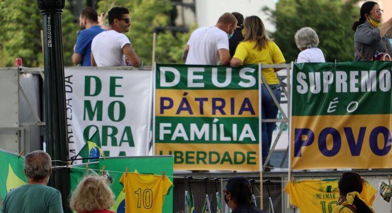 """Em São Paulo, manifestantes fizeram carreata e marcha intitulada """"Deus, Família e Liberdade"""""""