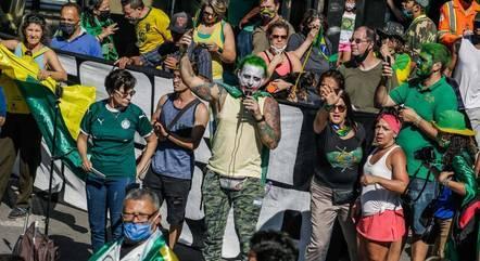 Na capital paulista, manifestantes, muitos sem máscara, se concentraram na Alesp e rumaram para a Fiesp