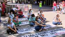 Profissionais de saúde fazem ato pelos 800 colegas mortos pela covid