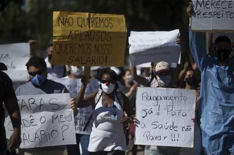 Protesto ocorre em frente ao hospital do Maracanã