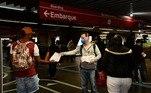 Metroviários e funcionários terceirizados realizaram um protesto, na manhã desta sexta-feira (8), para reverter o fechamento das bilheterias do Metrô de São Paulo. O ato teve início por volta das 6h na estação Belém da Linha 3-Vermelha, na zona leste de São Paulo, e foi encerrado cerca de duas horas mais tarde, às 8h