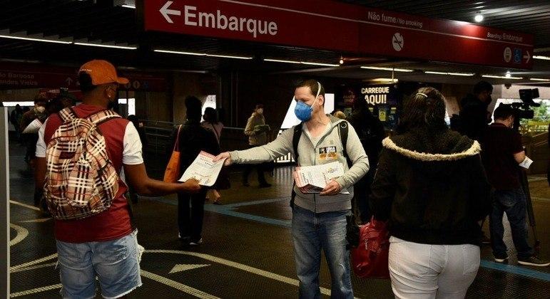 Metroviários protestam para que bilheterias nas estações de São Paulo não fechem