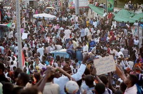 Protestos após o golpe no Sudão  foram reprimidos