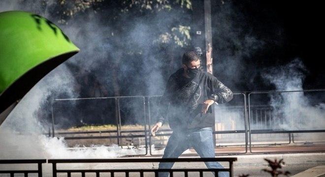 PM usou bombas de gás lacrimogêneo e balas de borracha para dispersar protesto
